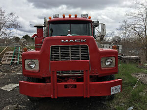 Selling roll off Mack