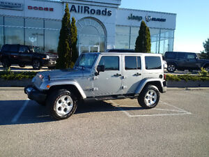 2015 Jeep Wrangler Sahara Unlimited 4dr 4x4 clean Heated Leather