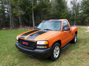 2000 GMC shortbox, step side with custom paint