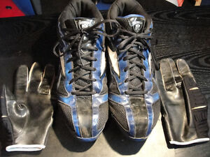 Souliers de football Reebok 12 1/2 et gants cuttler XL