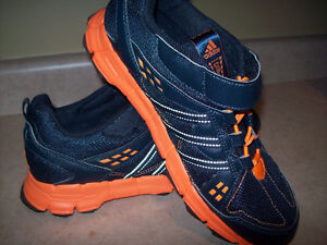 WOMEN'S ADIDAS ATHLETIC SHOES SIZE 7