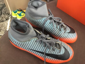 RONALDO MERCURIAL NIKE CLEATS