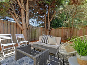 Convenient Townhome - only minutes from Town~