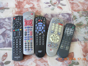 6 telecommandes/TV/VCR remotes, Hitachi,JVC,Univ,Star Choice,