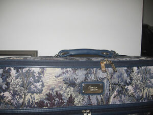 5 PIECE TAPPESTRY LUGGAGE SET NEW Kingston Kingston Area image 1
