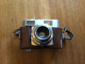 Vintage Vitomatic Voigtlander 35 mm camera