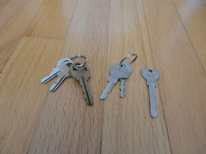 Bunch of assorted keys - great for crafts, DIY projects Decor London Ontario image 1