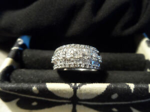 1.00 CT T.W. DIAMOND RING IN 10K WHITE GOLD - SIZE 8.5
