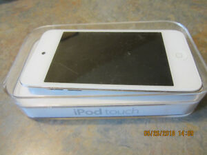 Apple iPod touch 4th Generation White (16 GB) with box