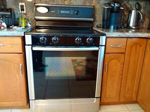 Slightly Used Stainless Bosch convection, self clean oven