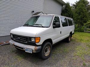 2004 Ford E-350 Super Duty Minivan, Van