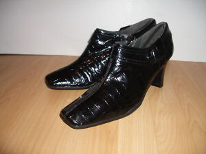 """NEW """""""" AIR STEP """""""" boots --- all leather --- size 11 US / 42 EU"""