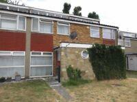 3 bedroom house in Moreton Avenue, Isleworth, TW7