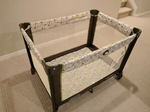 Portable travel playpen in excellent condition