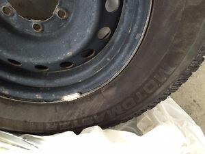 4 X Motomaster 265-70-17 Presque Neuf avec RIM pneu Hiver 360$