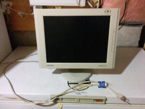 """Samsung 15"""" Lcd monitor_"""