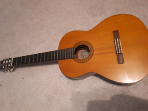 Beat up Yamaha c40 Classical Guitar, Asking $35obo
