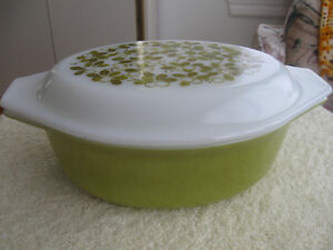 GRANDMA'S OLD VINTAGE OVAL COVERED 1.5 QT PYREX CASSEROLE