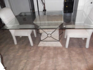 Belle table de cuisine en verre....livraison gratuite possible