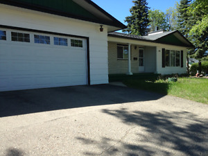 SPACIOUS 3 BDRM MAIN FLOOR OF HOUSE FOR RENT $1600 & POWER