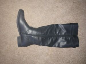Ladies Black Winter Boots Brand New !!!  Never Worn
