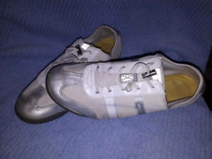 Womens DKNY Shoes Sneakers Size 8,EUC