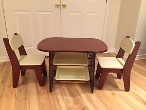 Table with 2 chairs and compartments