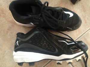 youth 3.5 Nike Baseball cleats