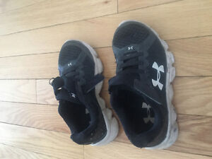 Kids size 11 underarmor running shoes