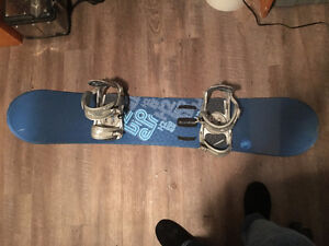 Snowboard K2 155 cm avec fixations K2 Sonic