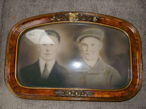Beautiful Vintage Picture in Antique Bubble Frame