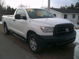 2010 Toyota Tundra 4X4  8 FT Box