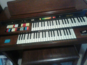 Great Hammond Organ with bench.