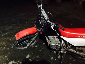 Honda dirt bike, 1,000$ Williams Lake Cariboo Area image 4