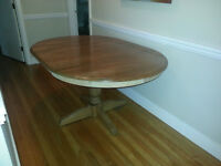 Hardwood Table, removable leaf. Perfect condition