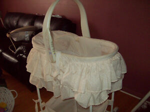 Bassinet to sell