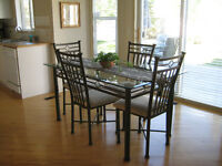 Kitchen dining/room table, 4 chairs and 2 island counter stools
