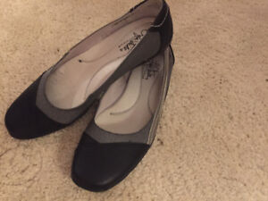 Size 8.5 N leather flats brand new - never worn