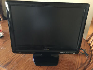 TOSHIBA 22 INCH TV WITH BUILT IN DVD PLAYER