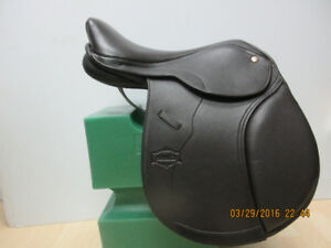 Monarch Close Contact English Saddle with changable Gullet
