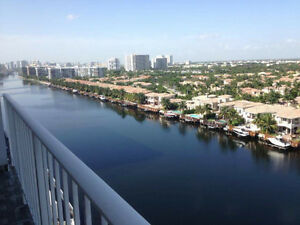 CONDO  HOLLYWOOD FLORIDA 3 1/2 MODERN FOR RENT / A LOUER