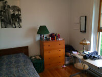 Sunny room in Westmount for Sept and Oct! (Sleep Peaceful)