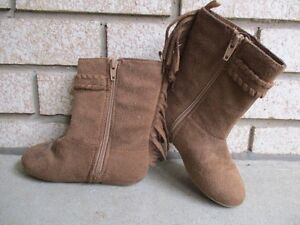 Old Navy Toddler Size 8 Faux-Suede Fringe Boots
