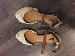 Cute strapped Flats