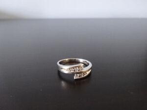 Magnifique bague de fiançailles pour femme en or blanc 10k