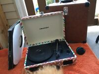 Crosley chevron record player with carrier case
