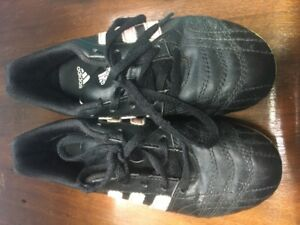 Adidas size 2 youth Soccer cleats