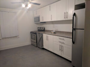 8 Minute Walk to Mohawk College - 2 rooms available