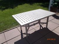 2 tables patio en résine couleur beige