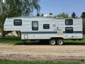 1996 Mallard 5th wheel trailer, excellent condition!